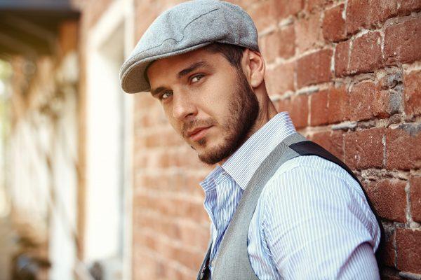 Tanto las gorras como los sombreros para hombre se han convertido en un  elemento indispensable en los looks más actuales 4ca652881ac